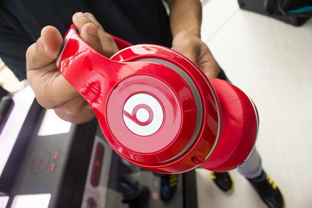 The new Beats Studios look essentially the same, but feel lighter and the cushioning feels slightly fluffier.