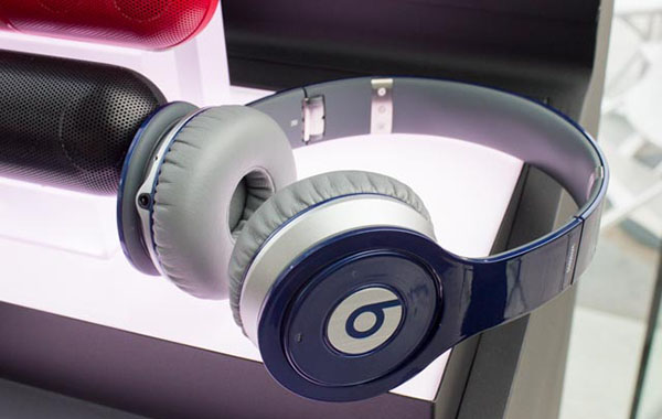 The Beats Wireless no longer takes AAA batteries, but instead runs on an internal rechargeable battery,