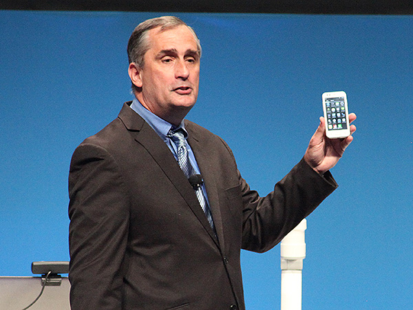 Intel CEO Brian Krzanich demonstrating a working smartphone prototype running on the SoFIA 3G SoC.