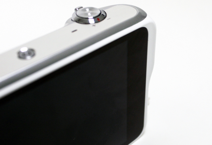 The Galaxy Camera 2 features a small ridge for you to rest your thumb on when holding the camera with your right hand.