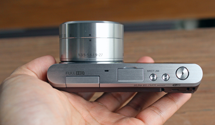 The NX Mini is one of the smallest mirrorless system cameras around. Pictured here, it's paired with a NX-M 9-27mm F3.5-5.6 ED OIS lens. If you mount the default 9mm F3.5 pancake lens, its lens barrel would be far more compact.