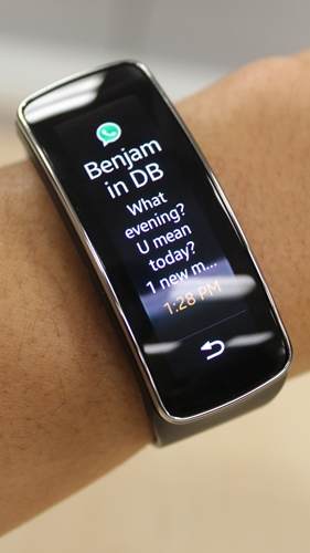 You also have a preview of WhatsApp messages on the Samsung Gear Fit.
