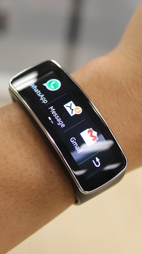 The horizontal view is simply ridiculous on the Samsung Gear Fit.