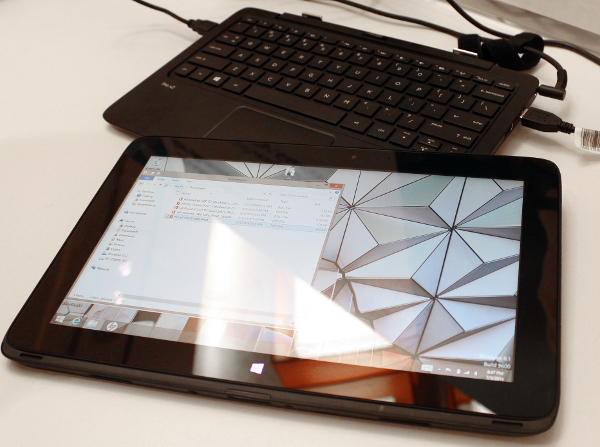 Work on the HP Pro x2 410 G1 PC using the detachable keyboard, or switch to a tablet.