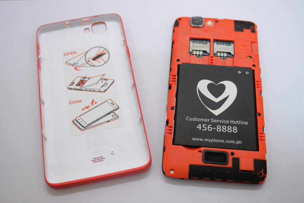 Caring for its customers, MyPhone has added instructions on how to properly remove the Rio's back cover, insert a card, and put the cover back. MyPhone's customer service hotline and website are indicated on the battery module.