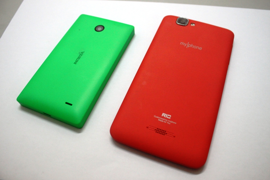 Side-by-side: the MyPhone Agua Rio and the Nokia X seem to have similar appearance on the outside especially the striking color.