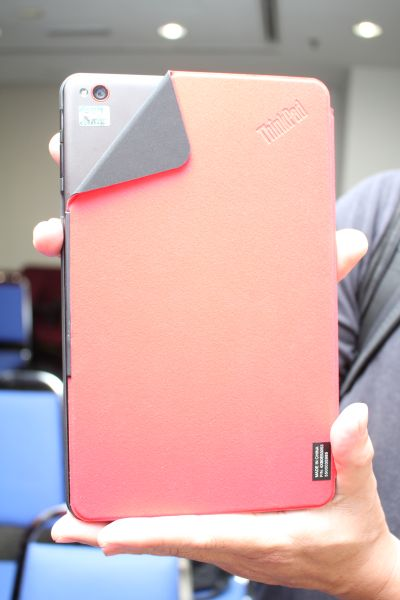 The Quickshot cover allows for fast camera action of the Tablet 8.