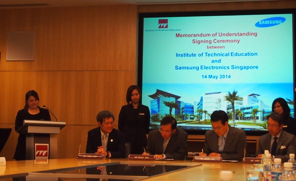 Mr Bruce Poh, Director and CEO of ITE (second from left), and Mr Harry Lee (second from right), President of Samsung Electronics Singapore signed the three-year MOU today at ITE College East.