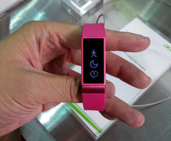 The Acer Liquid Leap smart band comes with a slim design and a lightweight rubber strap.