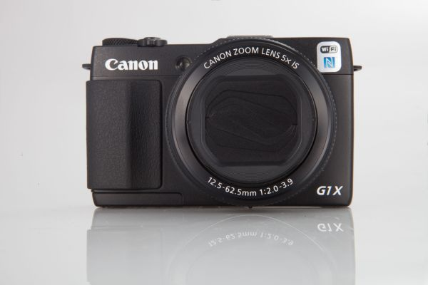 The lens on the G1X Mark II is large, and the camera overall is a little on the heavier side.
