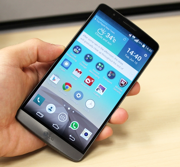 The fact that the LG G3 is the smallest of the big phones is an interesting paradox.