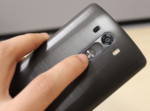 We like the improved feel and texture of the rear buttons on the LG G3.