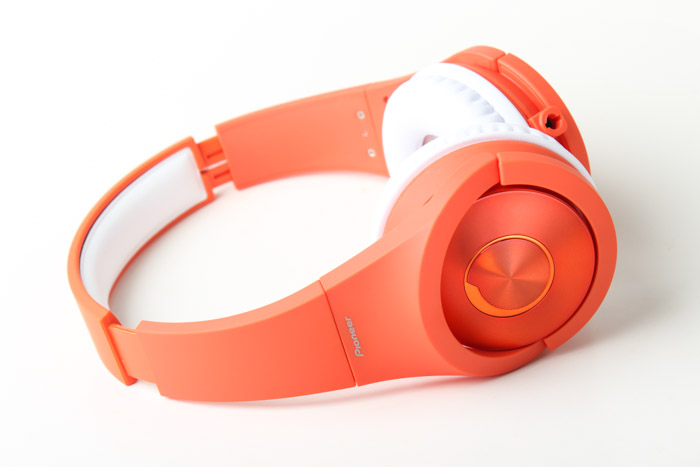 The Pioneer SE-MX7 in orange.