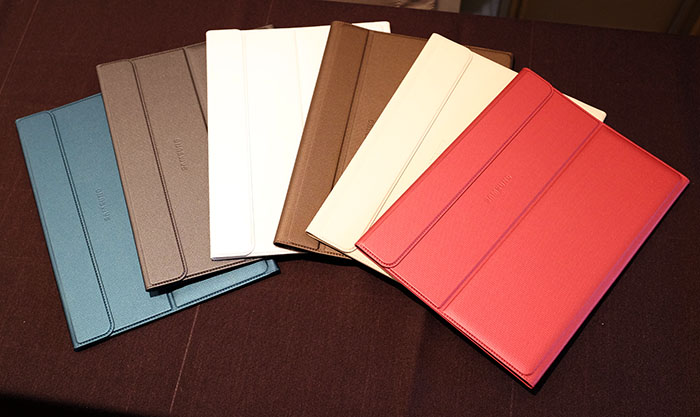 The Book Cover comes in six colors: white, titanium bronze, red, blue, black and ivory.