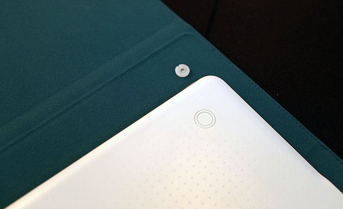 The two buttons on the cover clicks into the corresponding circular shapes on the back of the Tab S.