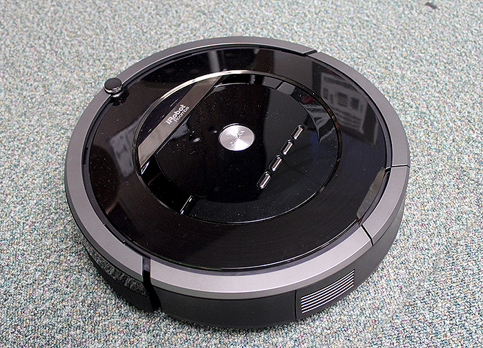 The new iRobot Roomba 880 boasts a couple of new technologies and features that make it iRobot's most fuss-free robotic vacuum cleaner yet.
