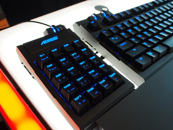 Like the Microsoft Sidewinder X6, the Aorus K7 has a detachable keypad that can snap on either on the left or right of the keyboard.
