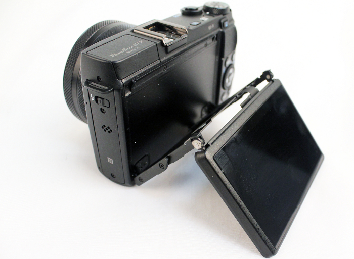 The display on the G1 X Mark II can be tilted up or down, and is also touch-enabled. However, you can't rotate the screen out for full articulated movement.