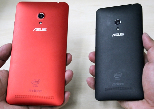 We really love the finishing on the rear of the ASUS ZenFone 6 (left) and ZenFone 5 (right).