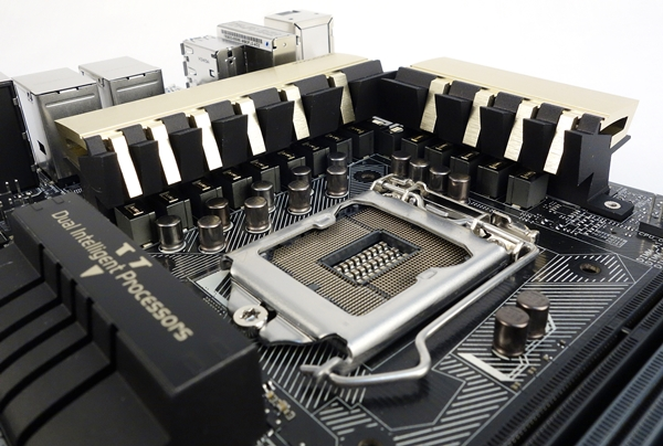 From this angle, we can see the BlackWing chokes tucked under the heatsinks, while the 10K black metallic capacitors line the front of the chokes.