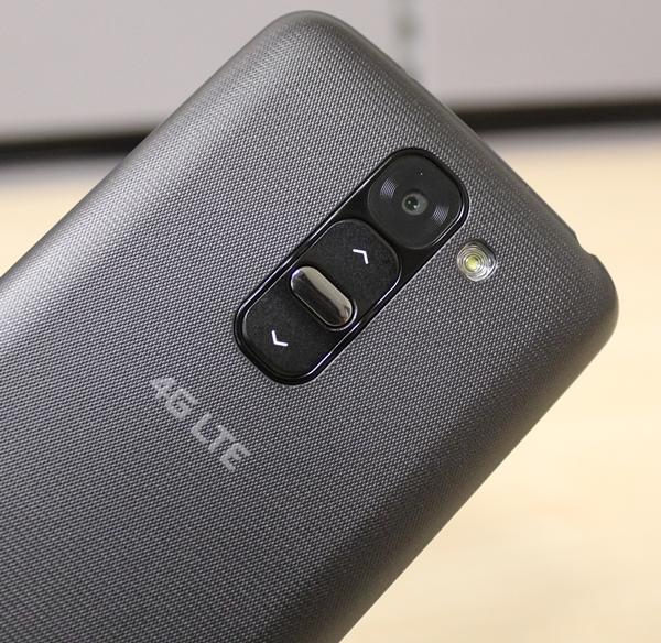 LG G2 Mini LTE - Design & Features : Shootout: Compact 4G LTE