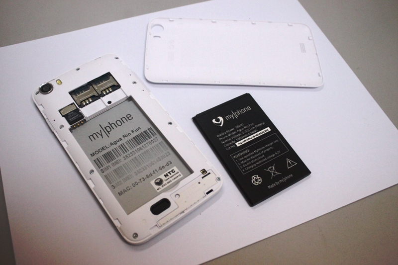Removing the back cover brings to light the smartphone's slots for two SIM cards, microSD card, and an 1800mAh battery module.