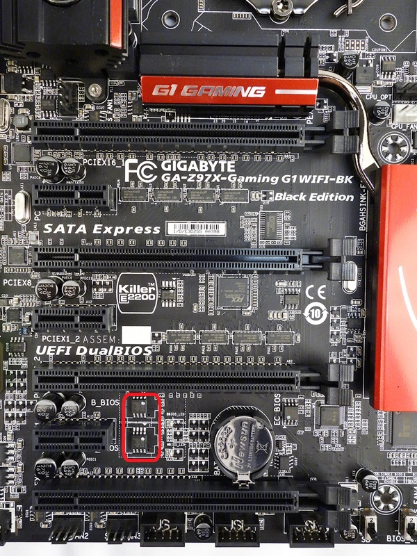 In addition to the four PCIe x16 slots, there are three PCIe 2.0 x1 expansion slots. Near the last PCIe 2.0 x1 slot, is a pair of BIOS chips that support the board's DualBIOS feature.