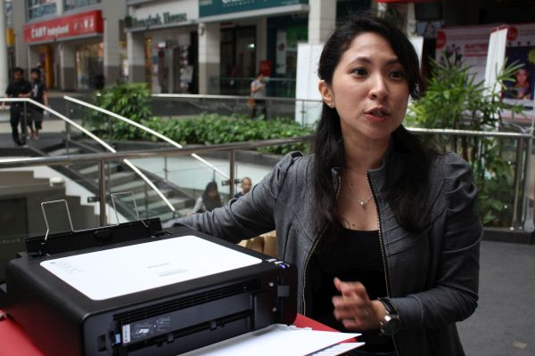 Winnie Lim, Marketing Manager, Ricoh Malaysia explains the features of the SP112 series printer.