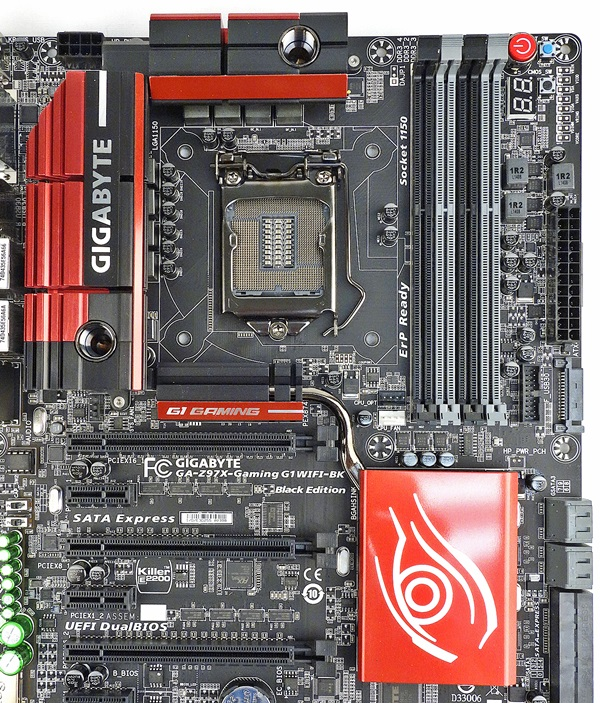 There is a heatpipe that connects the heatsinks in the vicinity of the CPU to that of the chipset's. We assume this is for optimal heat dissipation.