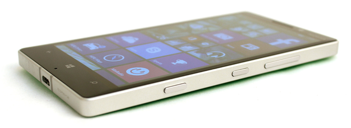 The 930 is definitely one of the chunkier phones out there. It's quite noticeable thanks to its blocky proportions.