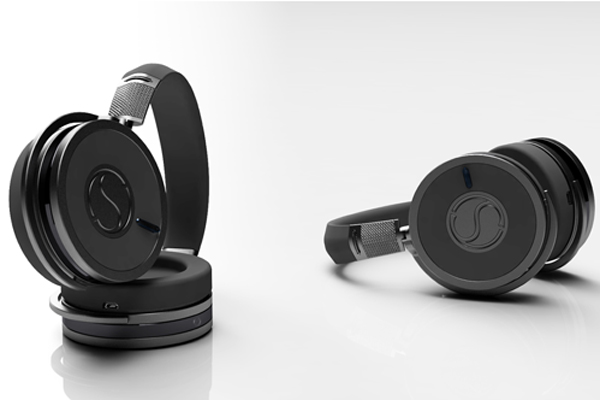 The SoundStage headphones in Onyx.