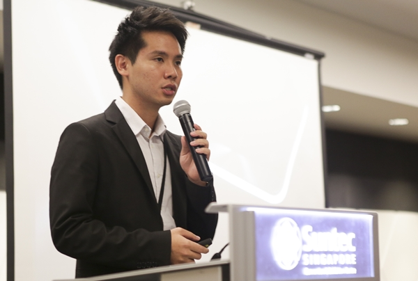 Mr. Derek Cheng, Product Manager (Smartphones) for ASUS Singapore gave his opening address to the participants.