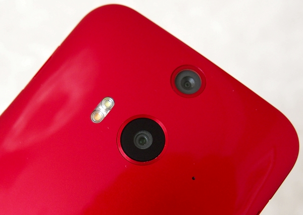 The HTC Butterfly 2 is the world's first smartphone with a 13-megapixel Duo Camera.