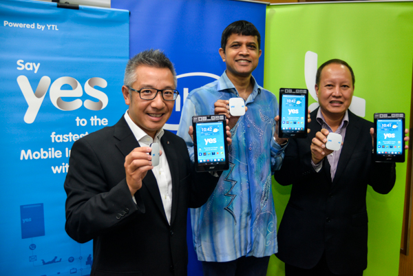 (From L-R) Wing K. Lee, CEO, YTL Communications, Prakash Mallya, Managing Director, Sales and Marketing, Intel South East Asia, and Ricky Tan, General Manager, Acer Sales & Services Sdn Bhd, with the Acer Iconia One 7 and Huddle XS.