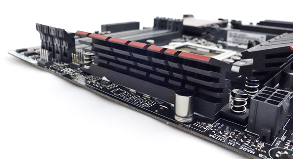 From the rear, we spy the heat dissipating fins of the MOSFETs heatsink.