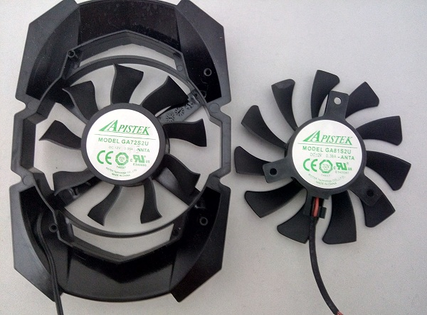 In terms of diameter, Sapphire's fan is quite bigger than that of the Palit. Both fans are manufactured by Apistek.
