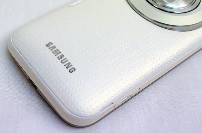 The Galaxy K Zoom has a dimpled back cover, similar to the one found on the Galaxy S5 smartphone.