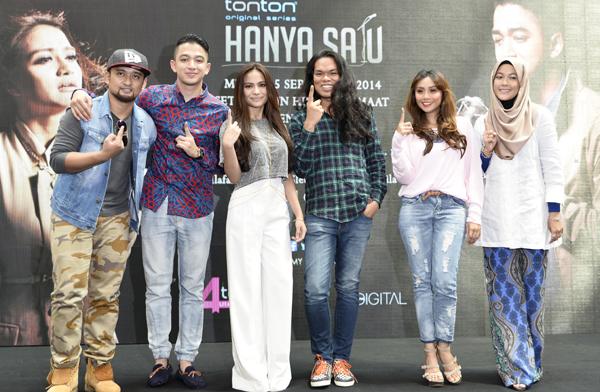 The cast of 'Hanya Satu', (from L-R) RJ; Syrif SleeQ; Kilafairy; Azma Aizal Yusoof (director) Wan Sharmila; and Raja Farah