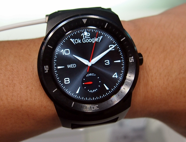 LG may have a winner on its hands with the G Watch R. And in case you are wondering if G Watch R has mechanical moving hands, we can assure you that it doesn't; it is just a clock face that you can change,
