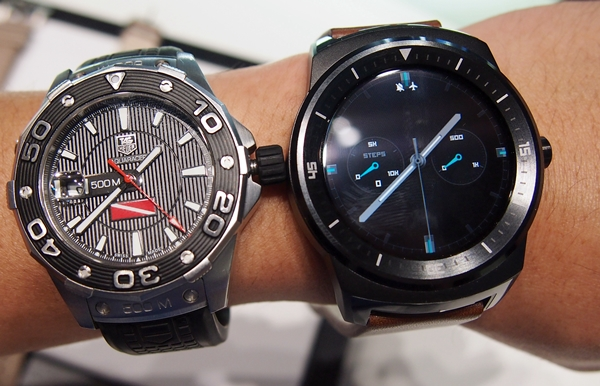 Of all the smart watches we've seen so far, the LG G Watch R has the closest resemblance to the traditional watch. It will appeal to consumers who prefer a more traditional design for a smart watch.