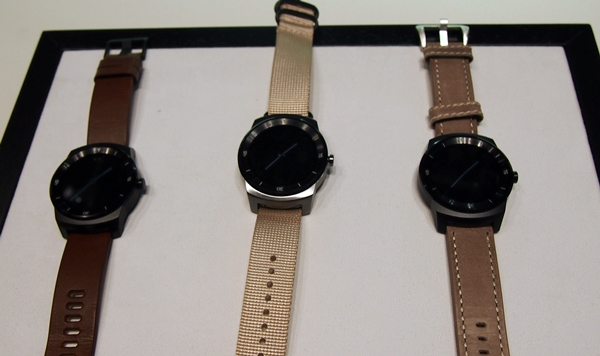 Seen are three other 22mm straps that you can change on the LG G Watch R. The model in the center has a brushed steel finish, which is only available for LG's internal use.