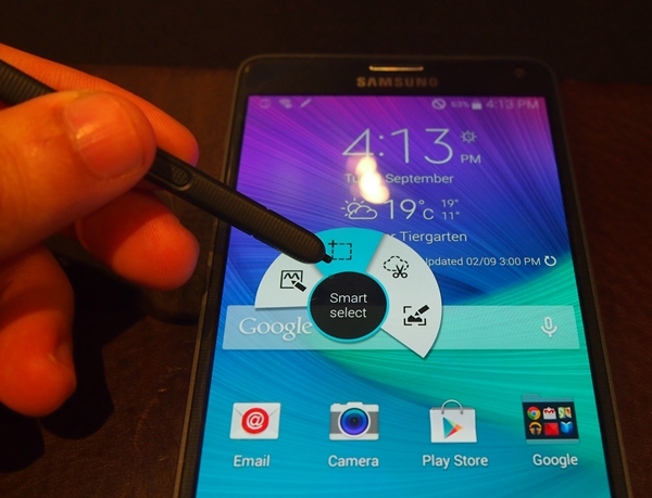 Smart Select is one of the new software features to be introduced on the Samsung GALAXY Note 4.