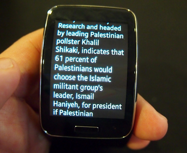 Scrolling was fluid and straightforward on the 2-inch cuved display of the Samsung Gear S.