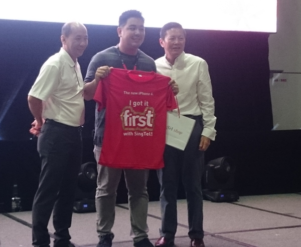Justin Chow, 28 was the first customer at SingTel to get his hands on the Apple iPhone 6.