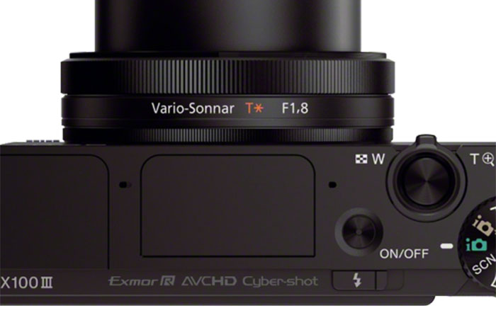Like its predecessors, the control ring around the lens works like the control dial found on DSLR cameras.