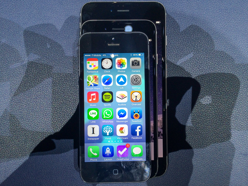 Playing stackaphone: The iPhone 5 on top of a iPhone 6 on top of a iPhone 6 Plus.
