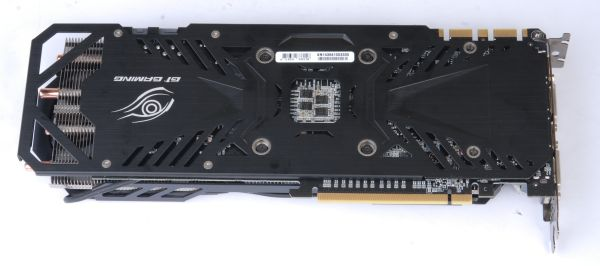 The back of the card has been reinforced with a aluminum plate, which also acts as a heatsink.