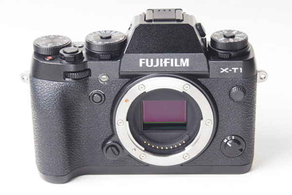 "The X-T1 has an APS-C ""X-Trans CMOS II"" sensor with an effective resolution of 16 megapixels."