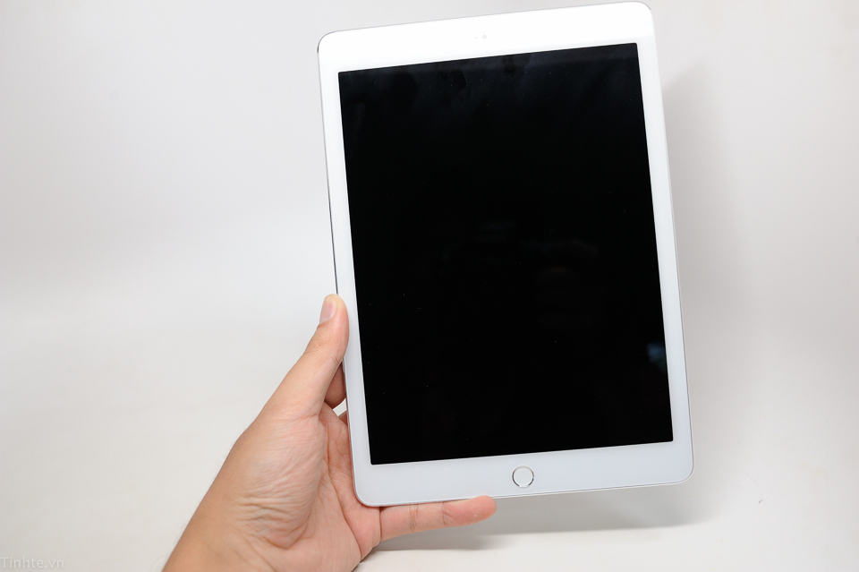 Will this be the new iPad Air 2? Photo by Tinhte.vn