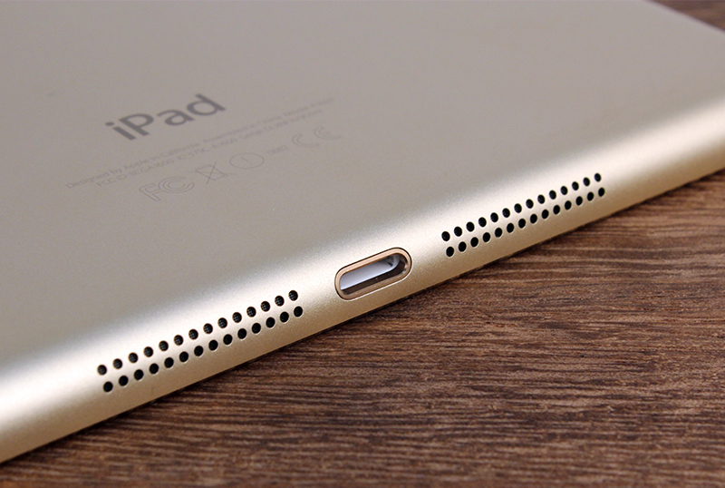 Like the iPad Air 2, the iPad Mini 3 has a new Gold finish, which matches the iPhone 6 and iPhone 6 Plus.